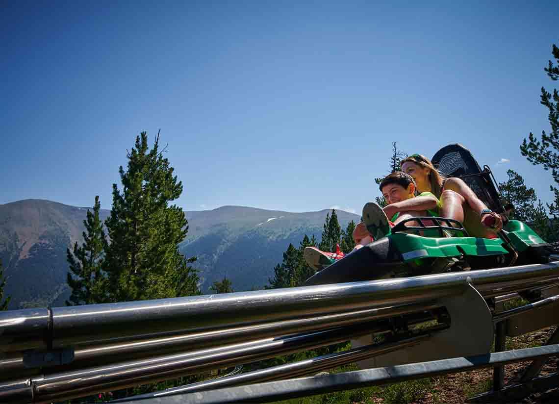 Vive un día único en Andorra con la oferta combinada Caldea más actividades en Naturlandia