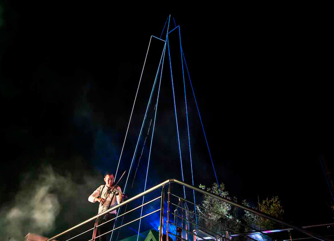Enjoy the summer nights in Caldea with the Aküa show