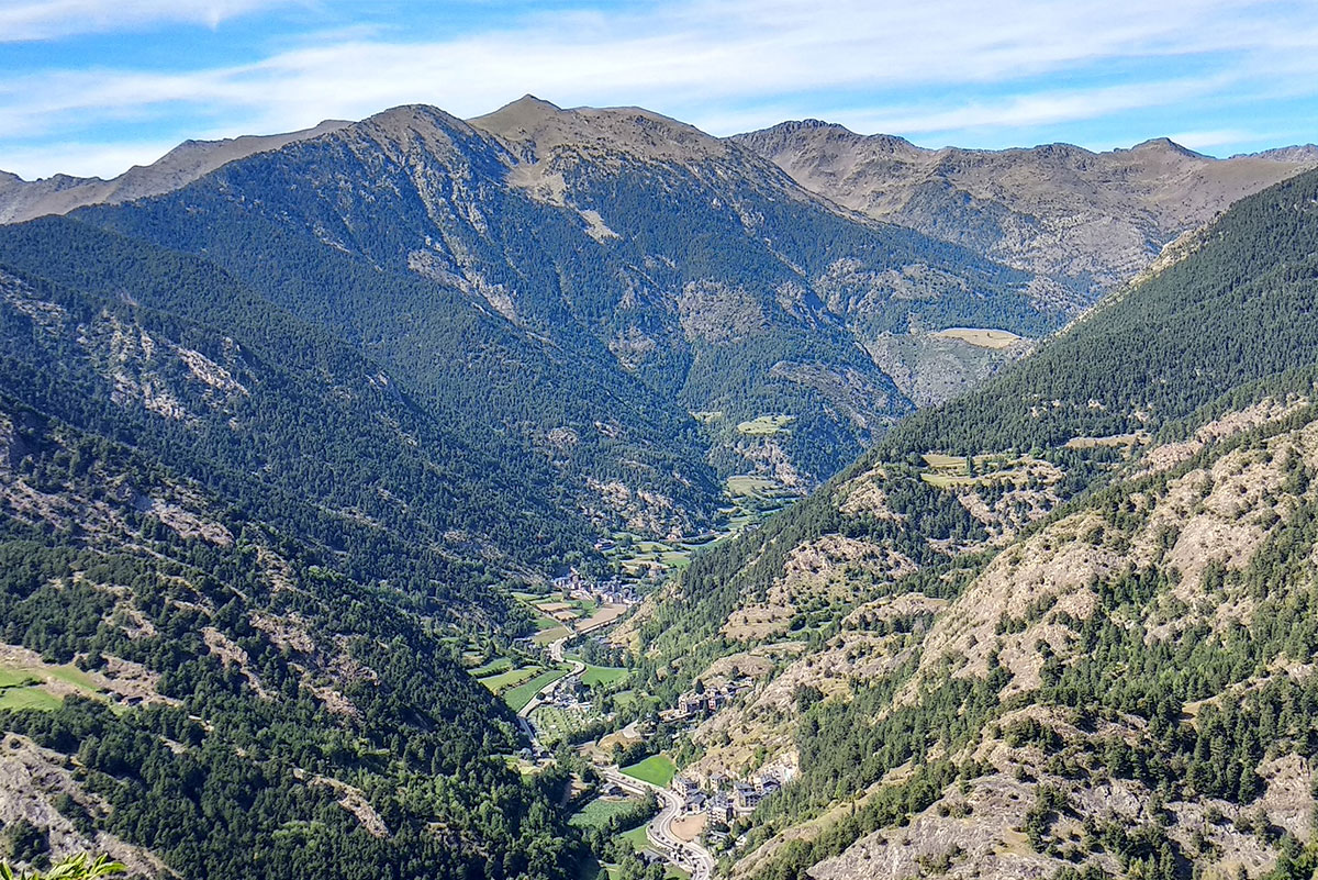 Vistas a las motanñas de Andorra