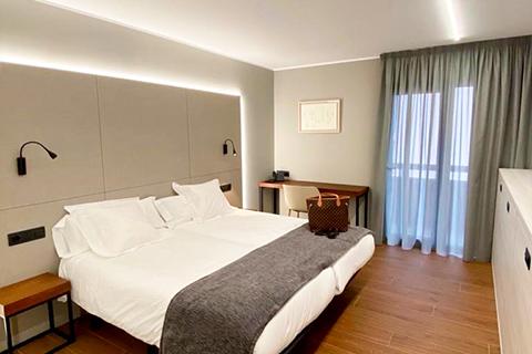 480x320-CA-Hotel-LesCloses-3.jpg