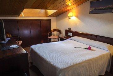 hotel-les-closes-habitacion-3393ef5.jpg